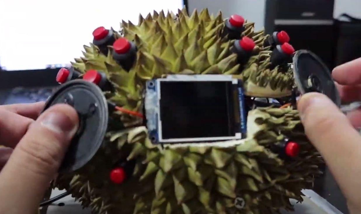 Mahasiswa Singapura ciptakan Game Boy Durian