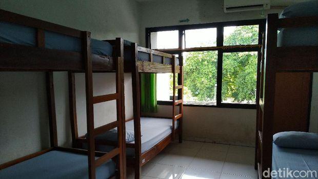 Gedung Graha Wisata Taman Mini Indonesia Indah (TMII) yang menjadi salah satu tempat isolasi pasien COVID-19 yang ditetapkan Gubernur DKI Jakarta Anies Baswedan (Sachril Agustin Berutu/detikcom).