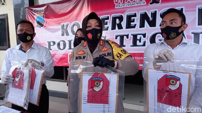Wakil Ketua DPRD Kota Tegal, Jawa Tengah, Wasmad Edi Susilo, ditetapkan sebagai tersangka karena menggelar konser dangdut di tengah Pandemi. ini barang buktinya.