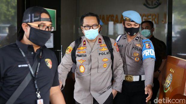Kasus surat jalan Djoko Tjandra segera disidangkan. Saat ini jaksa tengah menyusun surat dakwaan untuk perkara itu.