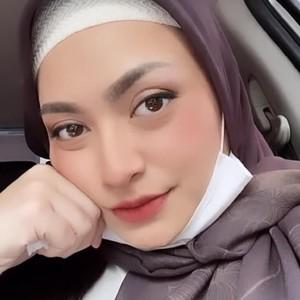 Gaya Hijab Nathalie Holscher yang Telah Mantap Putuskan Jadi Mualaf