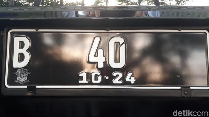 Pelat nomor unik tanpa huruf belakang