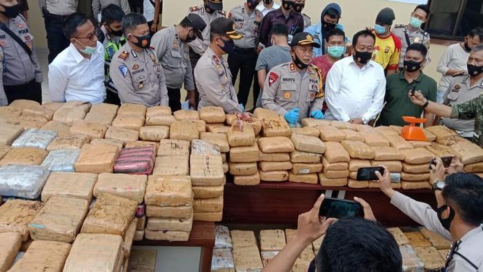 Polres Empat Lawang, Sumatera Selatan (Sumsel), berhasil menggagalkan pengiriman narkoba jenis ganja seberat 748 kilogram (kg).