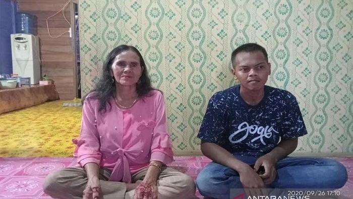 Pernikahan pemuda lajang dan nenek 62 tahun di Kalteng yang viral.