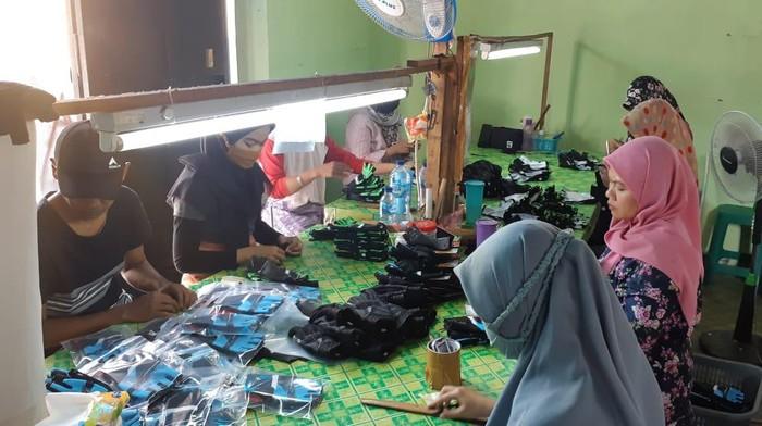 Proses pembuatan sarung tangan Northy