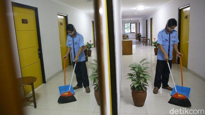 Graha Wisata Ragunan menjadi salah satu lokasi yang ditetapkan menjadi tempat isolasi pasien COVID-19 oleh Pemerintah Provinsi (Pemprov) DKI Jakarta.