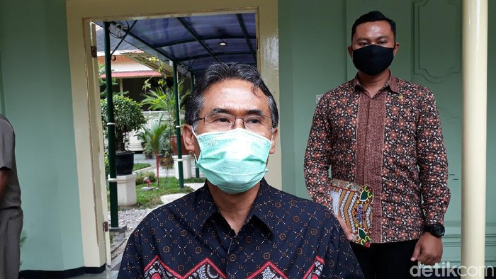 Rektor UGM Prof Panut Mulyono di Kompleks Kantor Gubernur DIY, Kota Yogyakarta, Senin (28/9/2020).
