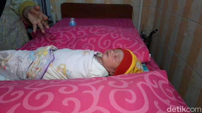 Tega! Bayi Lucu Baru Lahir Dibuang dalam Gorong-gorong