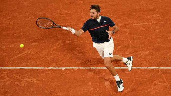 PARIS, FRANCE - SEPTEMBER 27: Stan Wawrinka of Switzerland plays a forehand during his Mens Singles first round match against Andy Murray of Great Britain during day one of the 2020 French Open at Roland Garros on September 27, 2020 in Paris, France. (Photo by Shaun Botterill/Getty Images)