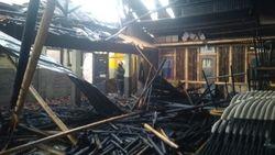Diduga Konsleting Listrik, 3 Kelas Sekolah di Bandung Hangus Terbakar