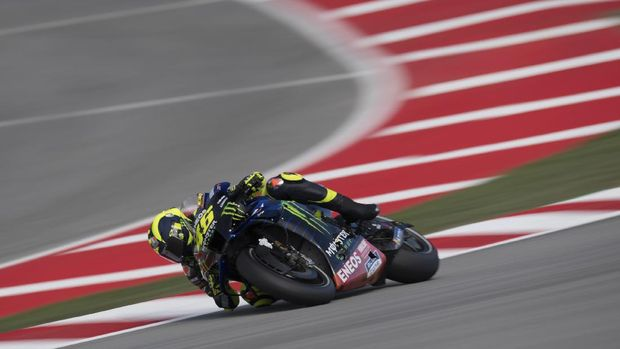 BARCELONA, SPAIN - SEPTEMBER 26: Valentino Rossi of Italy and Monster Energy Yamaha MotoGP Team rounds the bend during the MotoGP of Catalunya: Qualifying during qualifying for the MotoGP of Catalunya at Circuit de Barcelona-Catalunya on September 26, 2020 in Barcelona, Spain. (Photo by Mirco Lazzari gp/Getty Images)