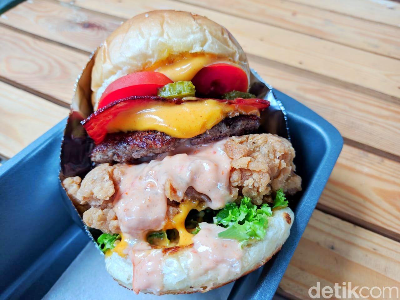 Woodfire : Yummy! Setangkup Burger Berisi Beef Patty dan Brisket