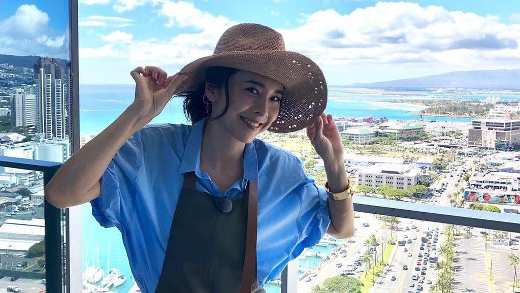 Foto: Senyum Manis Aktris Jepang Yuko Takeuchi Sebelum Ditemukan Gantung Diri