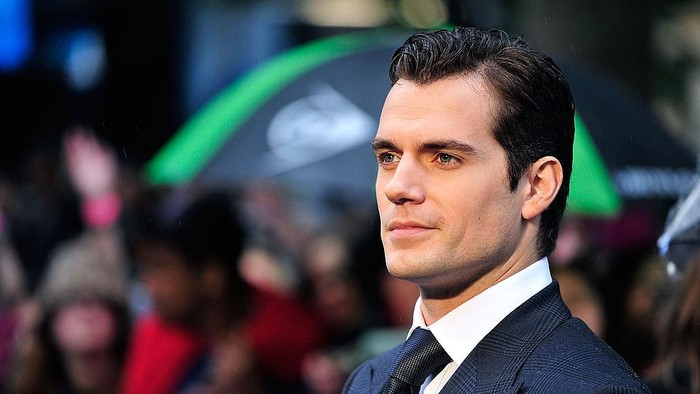 LONDON, ENGLAND - JUNE 12:  Henry Cavill attends the UK Premiere of Man of Steel at Odeon Leicester Square on June 12, 2013 in London, England.  (Photo by Gareth Cattermole/Getty Images)