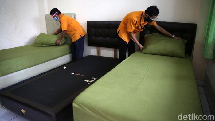Graha Wisata TMII menjadi salah satu tempat isolasi pasien COVID-19 yang ditetapkan Gubernur DKI Jakarta Anies Baswedan. Yuk lihat persiapannya.