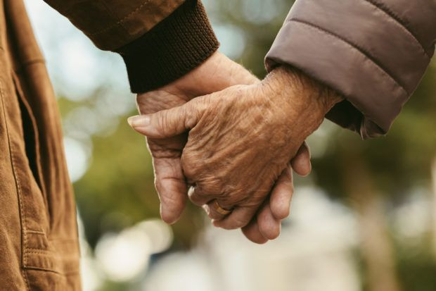 Hobi Makan Kuaci Tiap Hari, Pasangan Lansia Ini Kena Kanker Usus