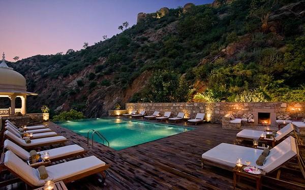 Lalu mereka menambahkan dua restoran dan kolam renang di atap gedung. (Foto: www.samode.com)
