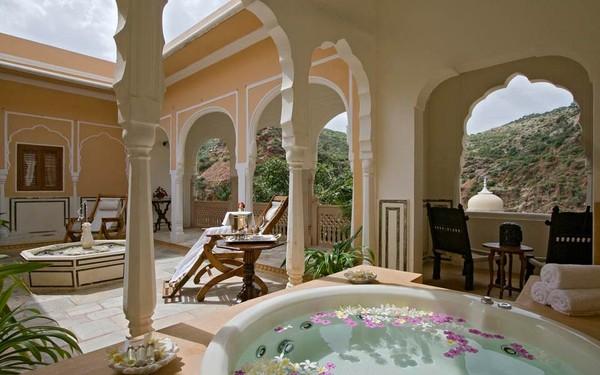 Jika ingin menginap di Istana Samode, traveler harus menyiapkan budget minimal Rp 4 juta untuk menginap semalam. Apakah traveler tertarik mencoba? (Foto: www.samode.com)