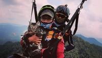 Kucing Peliharaan Unik Ini Viral, Suka Naik Gunung Hingga Coba Flying Fox
