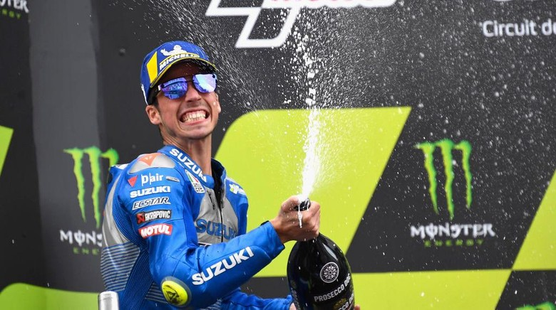 BARCELONA, SPAIN - SEPTEMBER 27: Joan Mir of Spain and Team Suzuki ECSTAR celebrates the second place on the podium at the end of the MotoGP race during the MotoGP of Catalunya: Race during the MotoGP of Catalunya at Circuit de Barcelona-Catalunya on September 27, 2020 in Barcelona, Spain. (Photo by Mirco Lazzari gp/Getty Images)