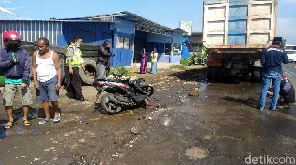 Pemotor Tewas Usai Tabrak Belakang Truk Parkir di Sukabumi