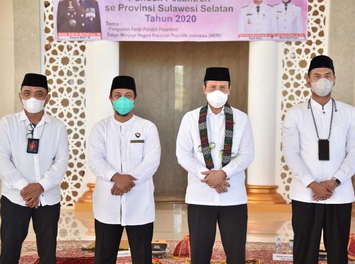 Kepala BNPT, Komjen Boy Rafli Amar bersilaturahmi dengan pimpinan pondok pesantren se-Sullsel (dok. BNPT)