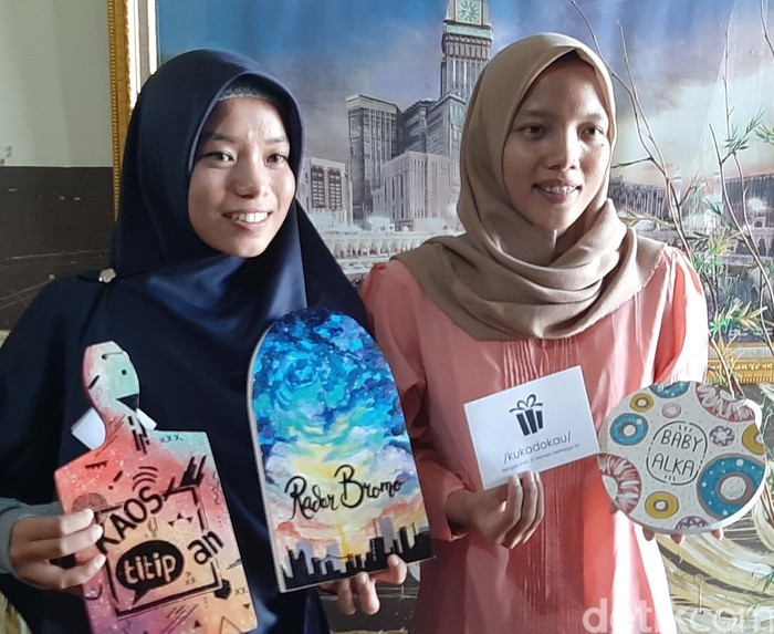 Kerajinan Talenan Lukis Hasil Karya 2 Gadis Bersaudara Asal Probolinggo Laris Dipasaran
