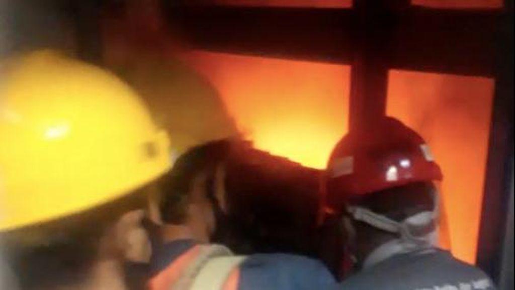 Video Penampakan Lift di Gd Nusantara I DPR yang Sempat Terrbakar Hebat