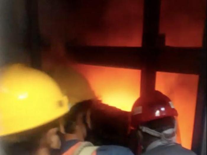 Lift gedung Nusantara 1 DPR sempat terbakar hebat (Dok. Istimewa).
