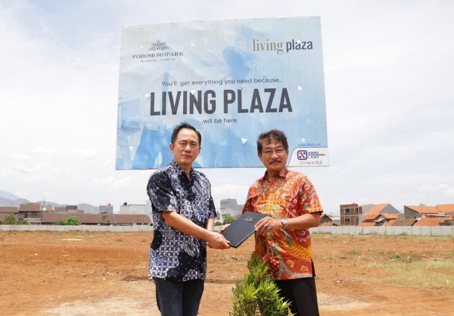 Living Plaza