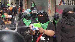 Video Aktivis Perempuan Bentrok dengan Polisi Meksiko