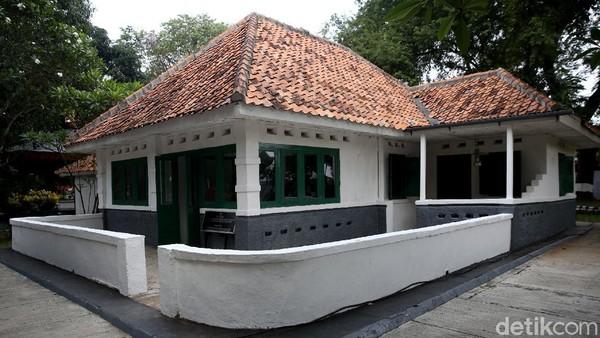 Museum tersebut kerap pula dikenal masyarakat sebagai Lubang Buaya.