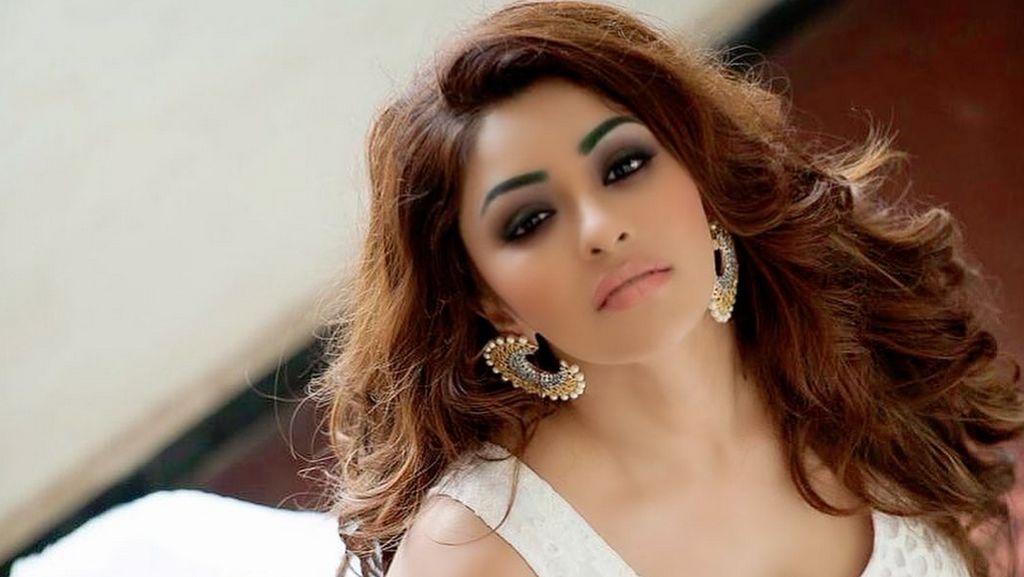 Artis Seksi Bollywood, Payal Ghosh Ngaku Diperkosa Sutradara