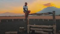 Seorang pemuda asal Sukabumi nekat keliling Indonesia hanya dengan bekal pas-pasan. Pria yang bernama Firdan Abdullah mengatakan hal itu ia lakukan untuk menuntaskan nazar sebelum menikah. Istimewa/Dok. Firdan Abdullah instagram @firdanabdullah.