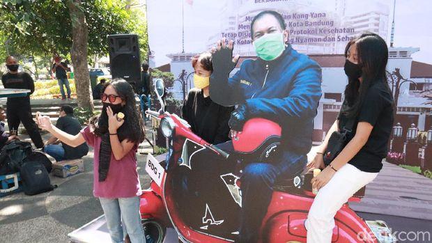 Warga Bandung Bisa Bebas Foto Selfie Bareng Walikota