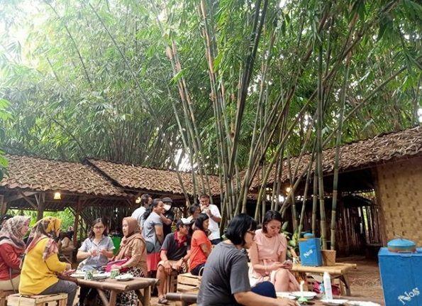 Warung Makan dengan Suasana Kampung di Tangerang