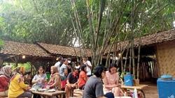 5 Warung Makan dengan Suasana Kampung yang Ada di Tangerang