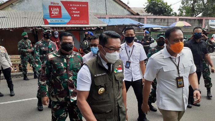 Gubernur Jabar Ridwan Kamil jalani pengambilan darah di Puskesmas Garuda.