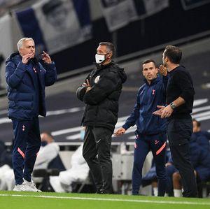 Saat Bersitegang, Mourinho Mungkin Mau Ajarin Lampard