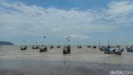 Suasana Terkini Pantai Benteng Portugis Jepara yang Viral Air Lautnya Surut