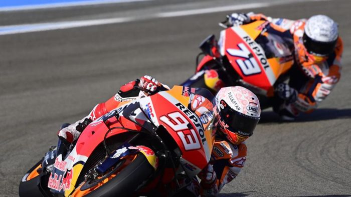 Repsol Honda Teams Spanish rider Marc Marquez rides ahead of his brother, Repsol Honda Teams Spanish rider Alex Marquez, during the first MotoGP free practice session of the Spanish Grand Prix at the Jerez racetrack in Jerez de la Frontera on July 17, 2020. (Photo by JAVIER SORIANO / AFP)