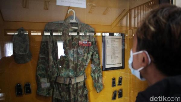 Ada juga pakaian dinas Kolonel Sugiono.