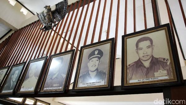 Foto-foto Pahlawan Revolusi juga menghiasi Monumen Pahlawan Pancasila.
