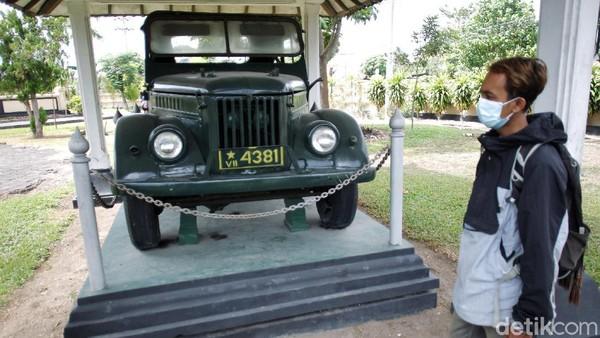 Mobil yang digunakan untuk menculik Brigjen Katamso dari rumahnya juga terpajang di area museum.