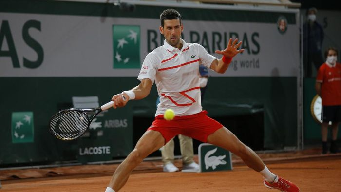 Serbias Novak Djokovic plays a shot against Swedens Mikael Ymer in the first round match of the French Open tennis tournament at the Roland Garros stadium in Paris, France, Tuesday, Sept. 29, 2020. (AP Photo/Michel Euler)