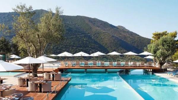 Selama di Yunani, mereka menginap di resort bintang 5 bernama Blue Atlantica Grand Met Resort. Setiba di Yunani, mereka menjalani tes PCR. Di hari pertama, mereka belum menerima hasilnya. Mereka pun asyik melanjutkan liburan. (dok. TUI)