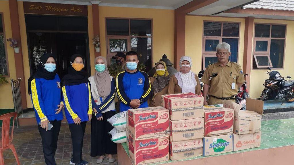 Bantu Warga yang Isolasi Mandiri, Pemkab Serang Beri Bantuan Sembako