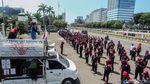 Polisi Ber-APD Amankan Demo Buruh di DPR