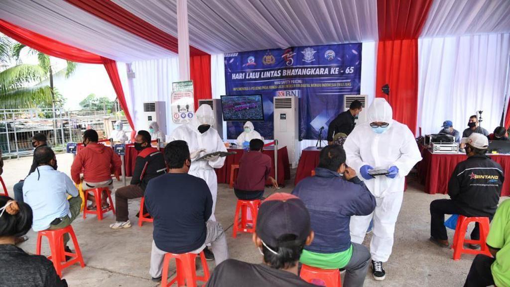 Ramai-ramai Opang di Stasiun Cibinong Rapid Test Gratis
