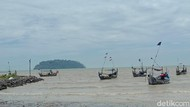 Heboh Air Laut Surut di Pantai Jepara, Pemkab: Bukan Tanda Tsunami